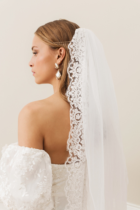 Product Thumbnail of Dramatic cathedral veil