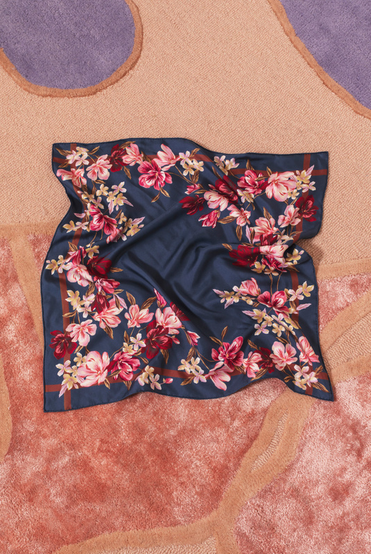 Product Thumbnail of Silk scarf 65x65