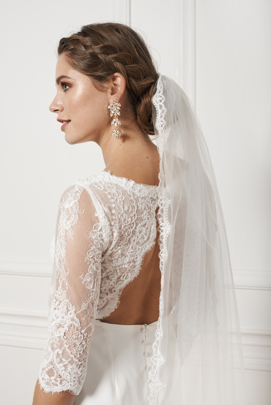 Product Thumbnail of Scalloped veil