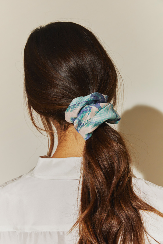 Product Thumbnail of Simone scrunchie