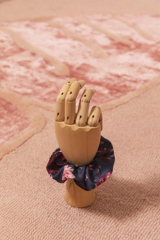 Product Thumbnail of Simone scrunchie