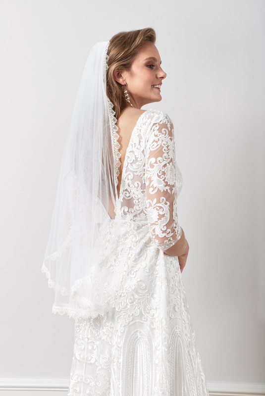Product Thumbnail of Delicate scalloped veil