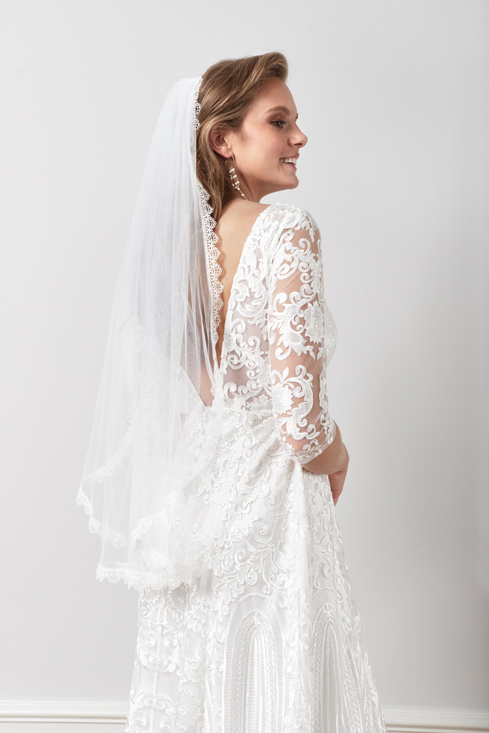 Delicate scalloped veil