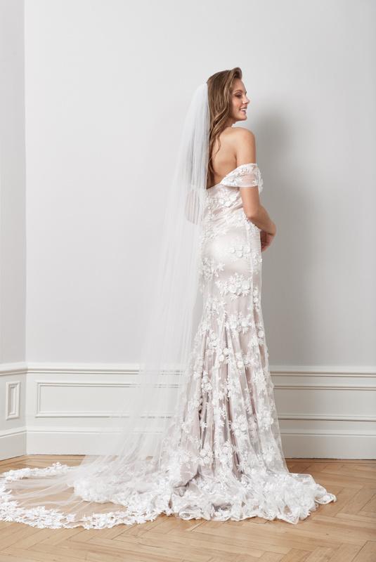 Product Thumbnail of Floral appliqué veil