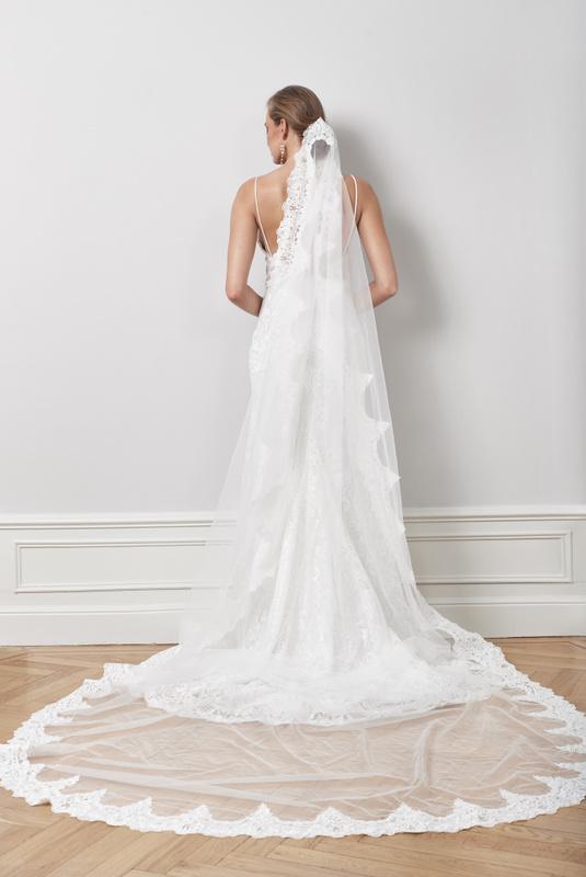Product Thumbnail of Mantilla veil